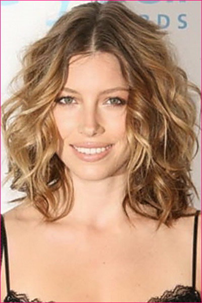 Jessica Biel Beachy Waves Hairstyle